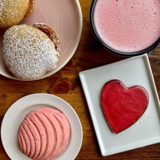 Y'all know we love going all out for #valentinesday and this year we have #pink conchas, heart-shaped puerquitos, besos 💋, and strawberry champagne syrup! 😋 We have all these and more today and tomorrow, so stop on by!