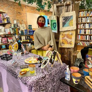 First #PopUpShop since the beginning of the pandemic 🥳 We're happy to host #LatinxOwned @pintamar_ (and their many adoring fans 😍) in our store this evening!  We're always thrilled to see artists and their businesses grow and thrive 🌱