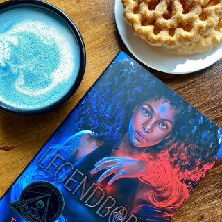 Happy #FDOC y'all! 🥳 And do we ever have a present for you: @tracydeonn stopped in to sign #Legendborn copies today 😱 Two have an extra special message inside 💙❤️ Come on by to get your copy of this #Arthurian reimagining ✨ set at #UNC ✨